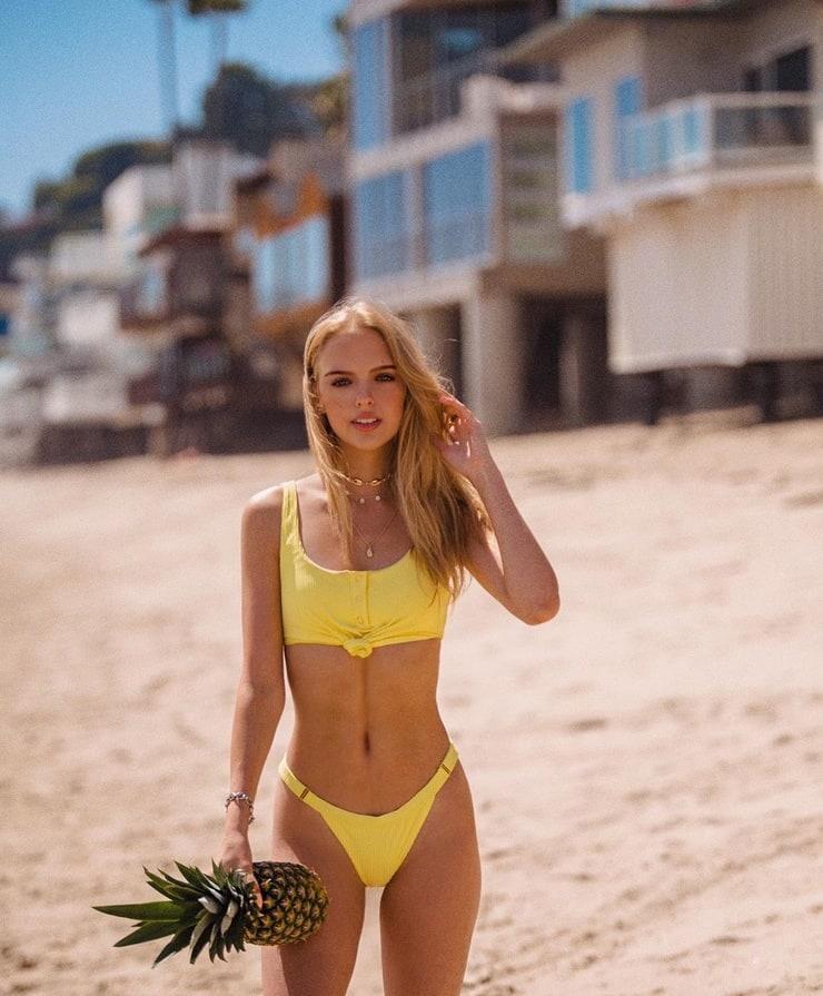 Jessica Belkin  nackt