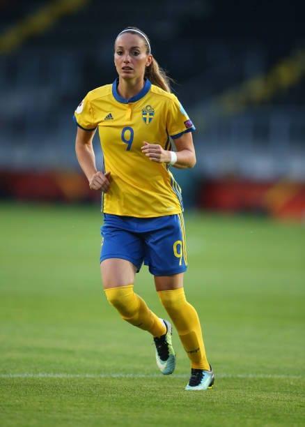 nackt Asllani Kosovare Lisa Theresa