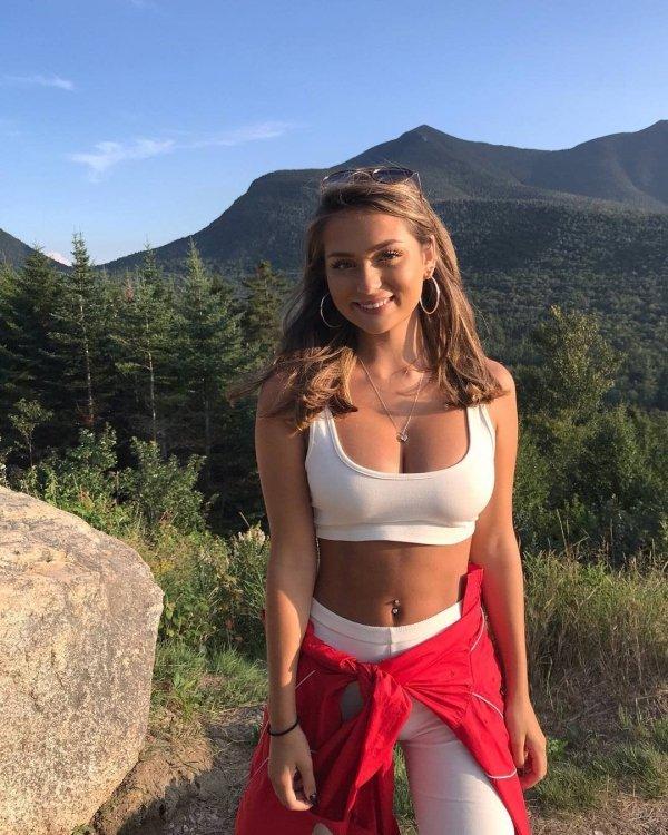 Hot Girls in sports bras have been running through my mind (32 Photos) 28