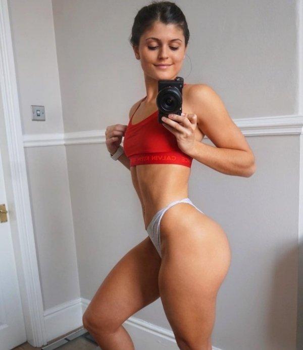 Hot Girls in sports bras have been running through my mind (32 Photos) 24