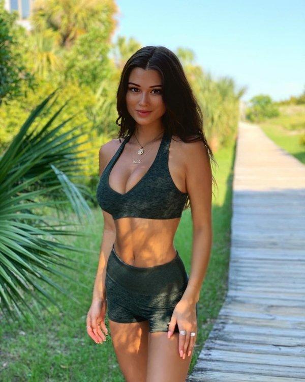Hot Girls in sports bras have been running through my mind (32 Photos) 26