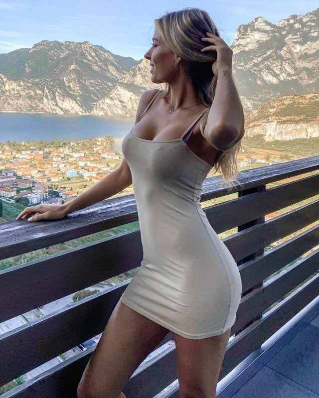 49 Hot Girls In Tight Dresses 43