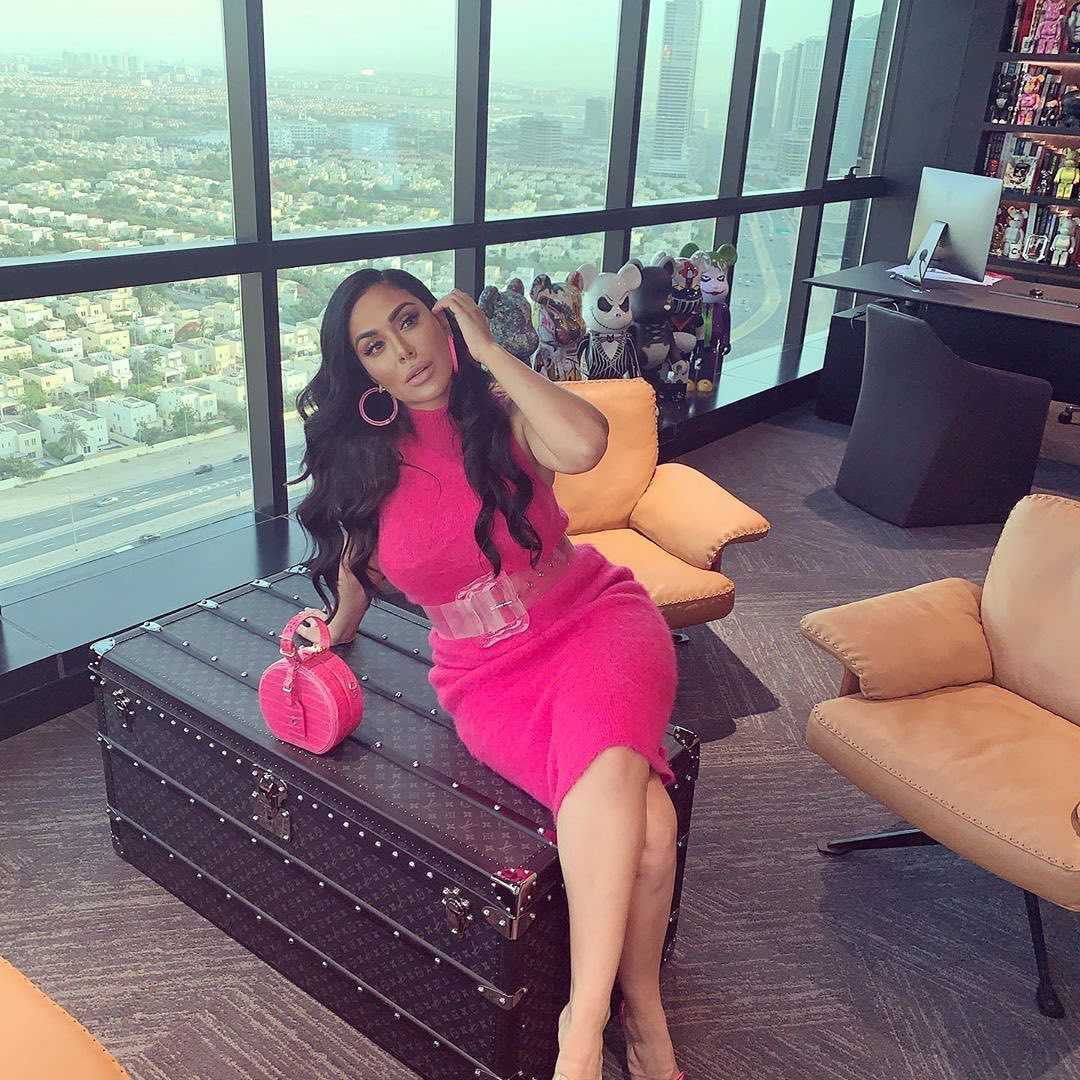 51 Hottest Huda Kattan Big Butt Pictures Which Will Make You Slobber For Her 32