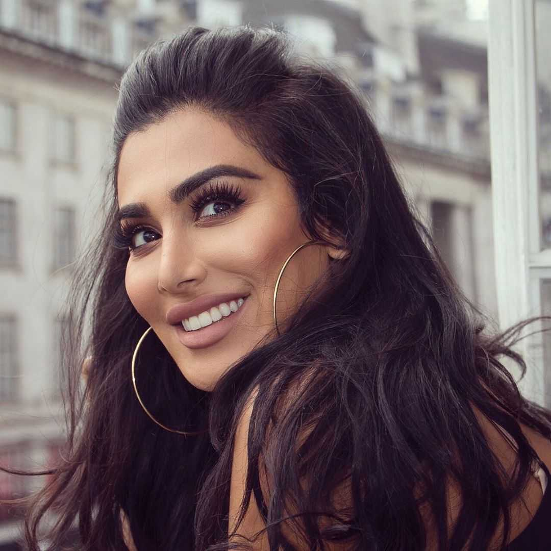 51 Hottest Huda Kattan Big Butt Pictures Which Will Make You Slobber For Her 31