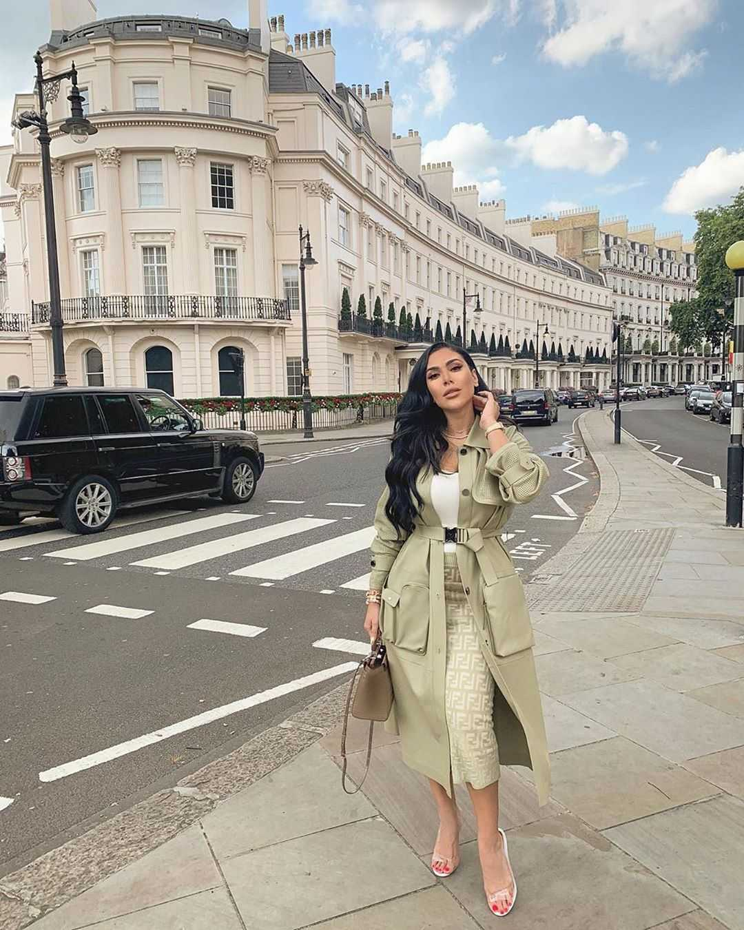 51 Hottest Huda Kattan Big Butt Pictures Which Will Make You Slobber For Her 26