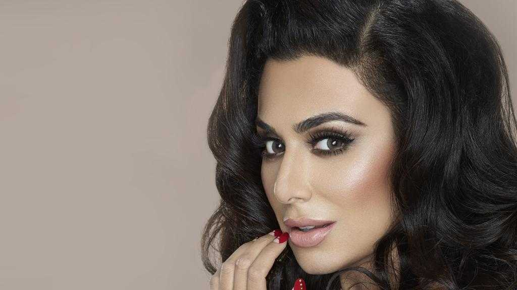 51 Hottest Huda Kattan Big Butt Pictures Which Will Make You Slobber For Her 18