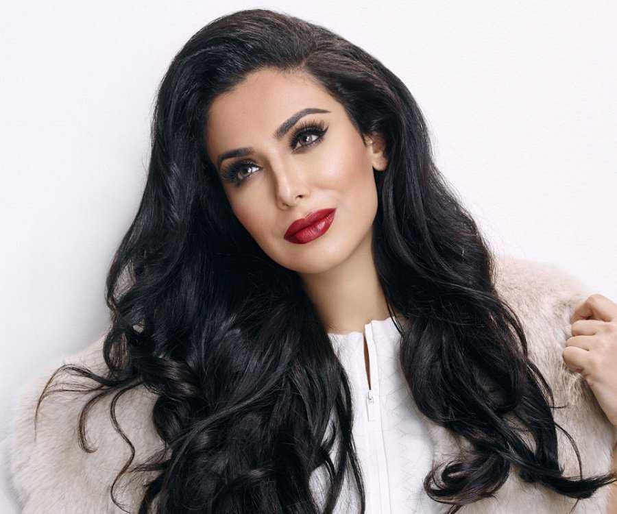 51 Hottest Huda Kattan Big Butt Pictures Which Will Make You Slobber For Her 10