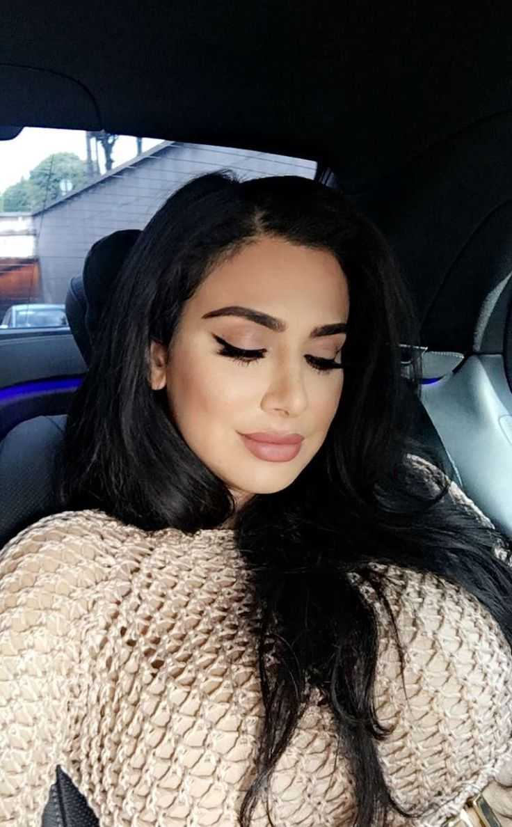 51 Hottest Huda Kattan Big Butt Pictures Which Will Make You Slobber For Her 44