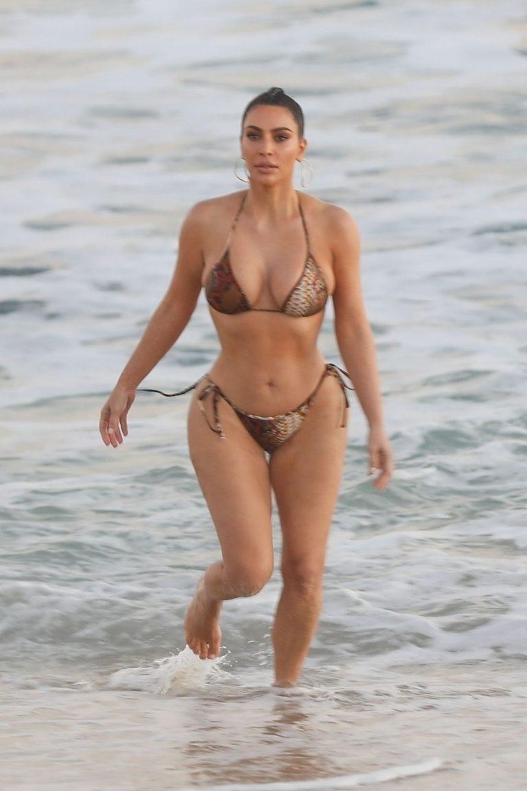 Kim Kardashian Wears Bikini In Malibu (11 Pics) 3