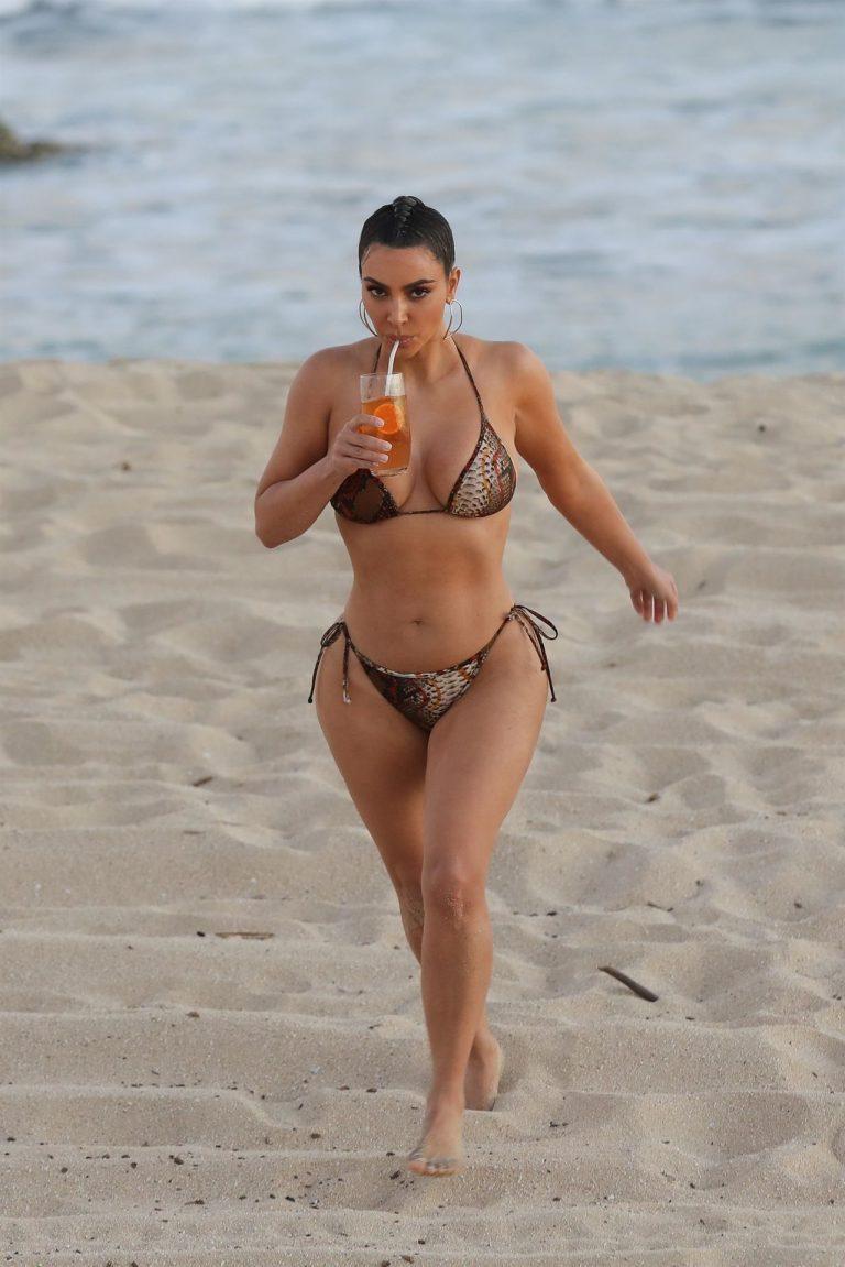 Kim Kardashian Wears Bikini In Malibu (11 Pics) 5