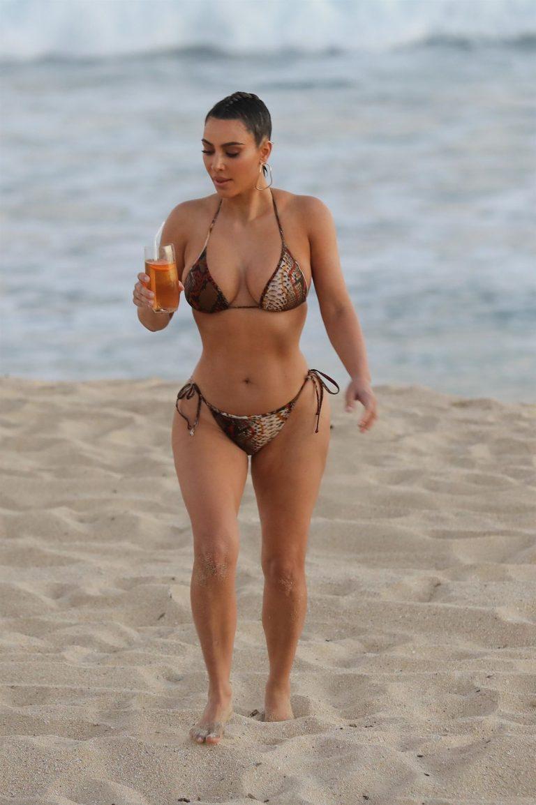Kim Kardashian Wears Bikini In Malibu (11 Pics) 4