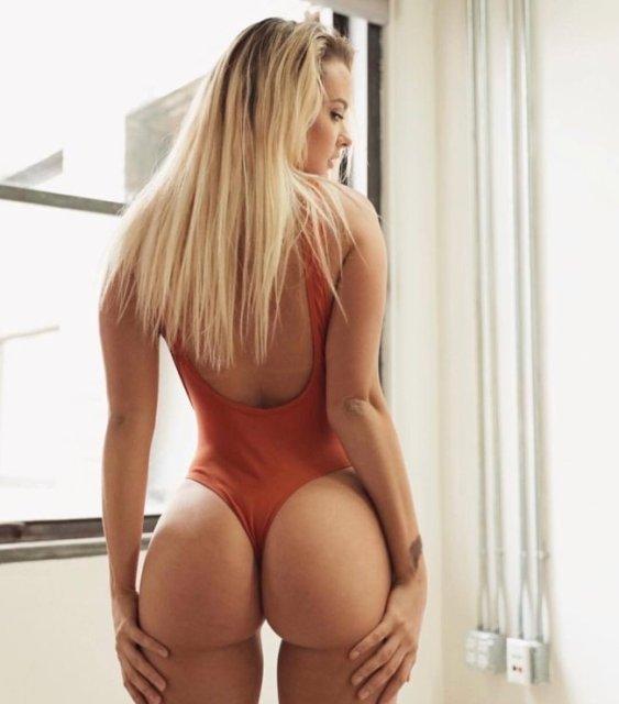 32 Sexy 'Rear View' Photos 11