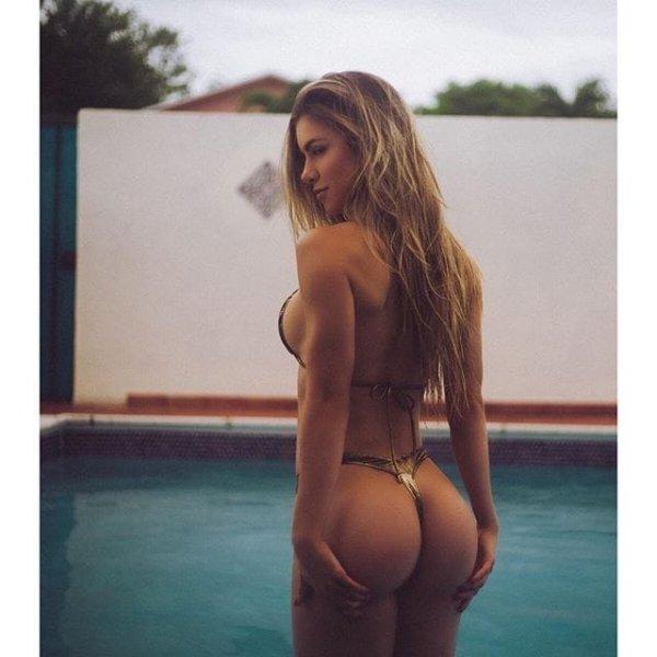 32 Sexy 'Rear View' Photos 12