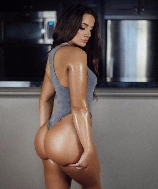 32 Sexy 'Rear View' Photos 30