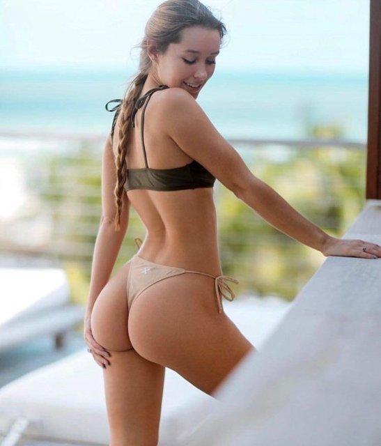 32 Sexy 'Rear View' Photos 6