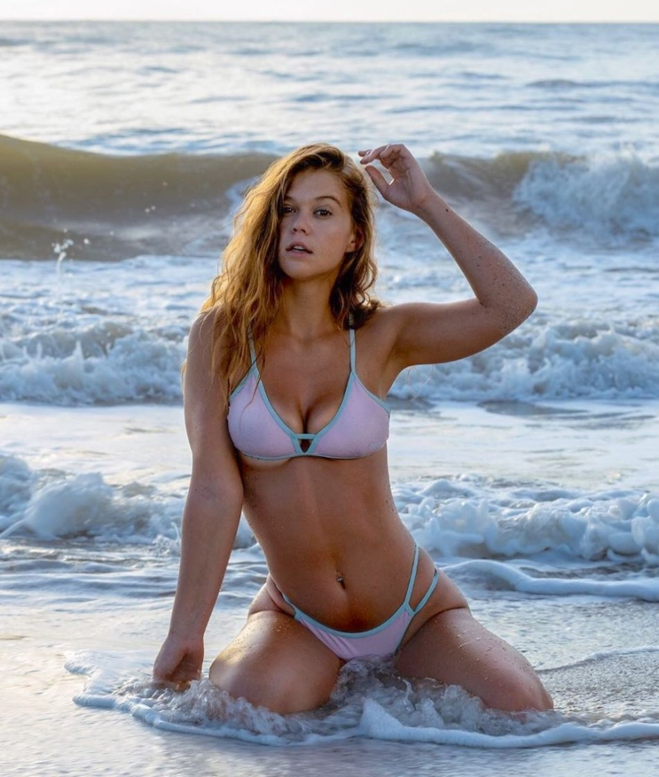 Sexy Hot Bikini Girl Wallpaper Photos Florida UCF Cecilia Florence Pic (37 Photos) 35
