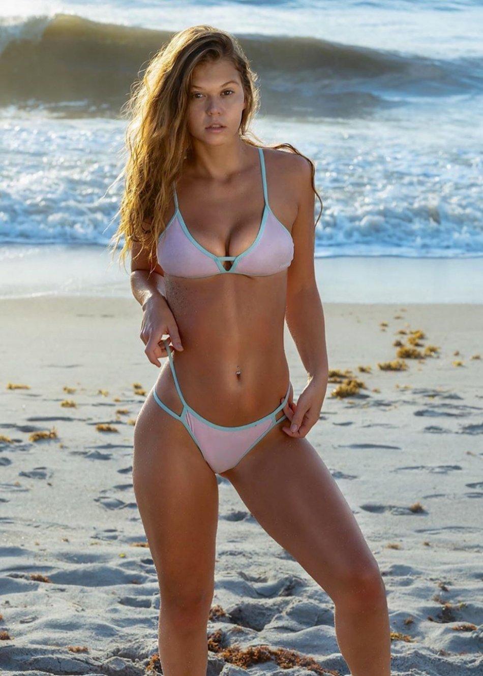 Sexy Hot Bikini Girl Wallpaper Photos Florida UCF Cecilia Florence Pic (37 Photos) 22