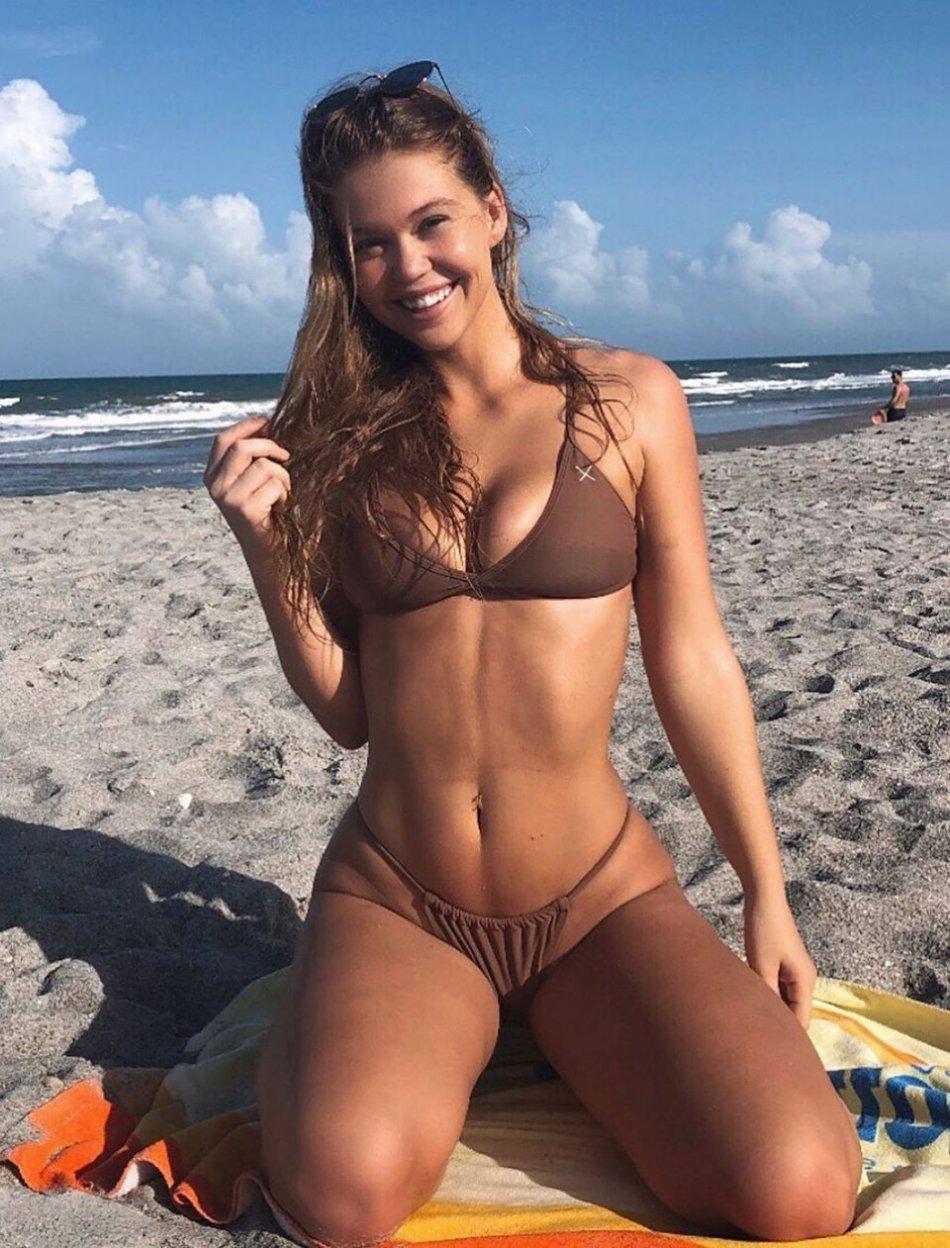 Sexy Hot Bikini Girl Wallpaper Photos Florida UCF Cecilia Florence Pic (37 Photos) 9