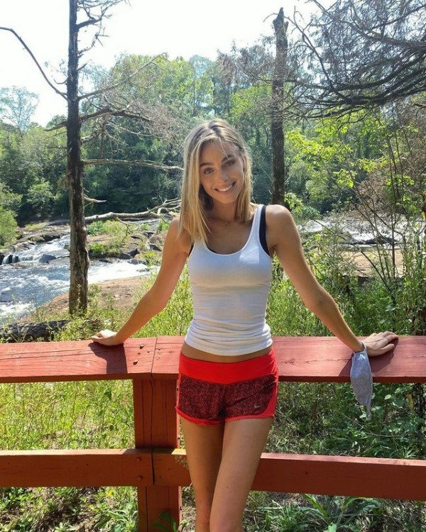 Girls In Shorts (46 pics)