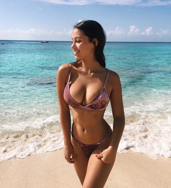 Bikini Girls (68 pics)