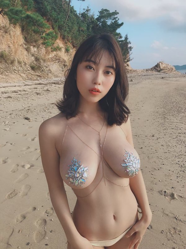 30+ Hot And Sexy Asian Beauties 28