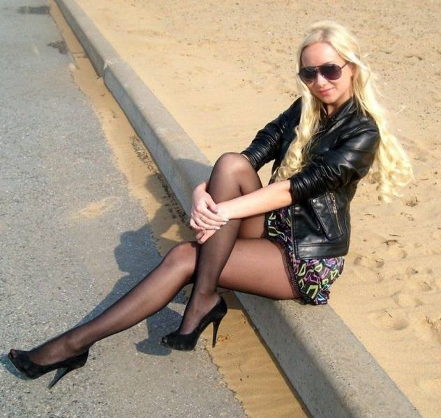 Girls With Beautiful Legs (50 pics)