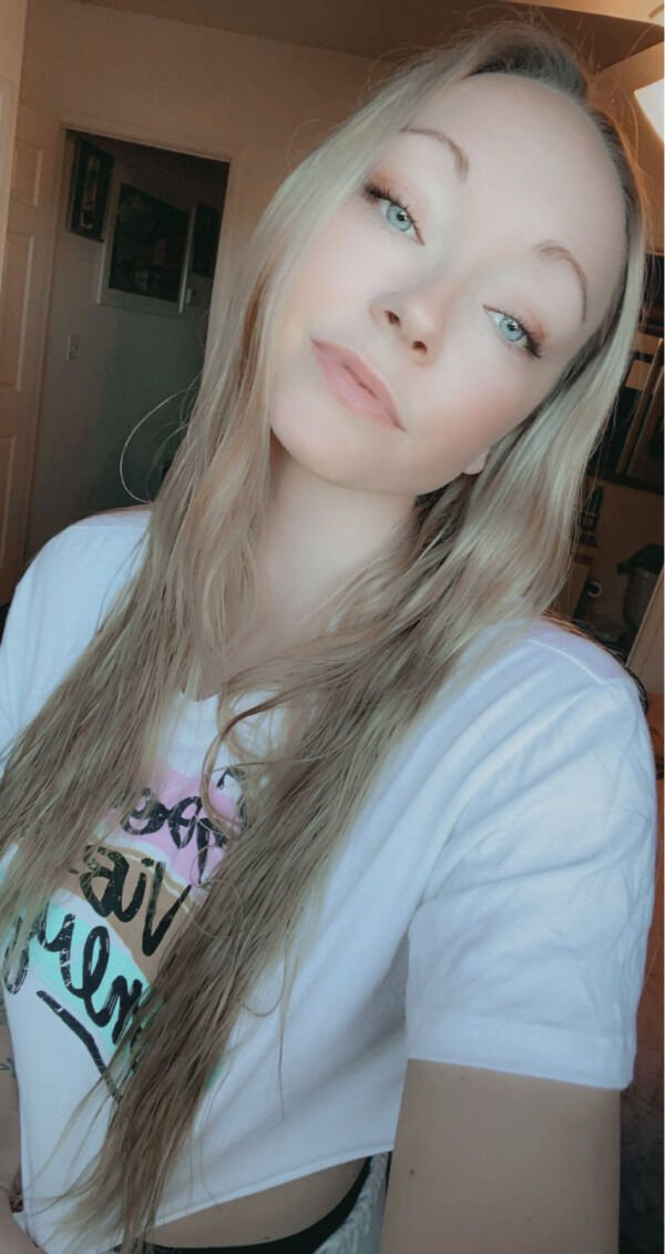30+ Hot Blue-Eyed Beauties 10