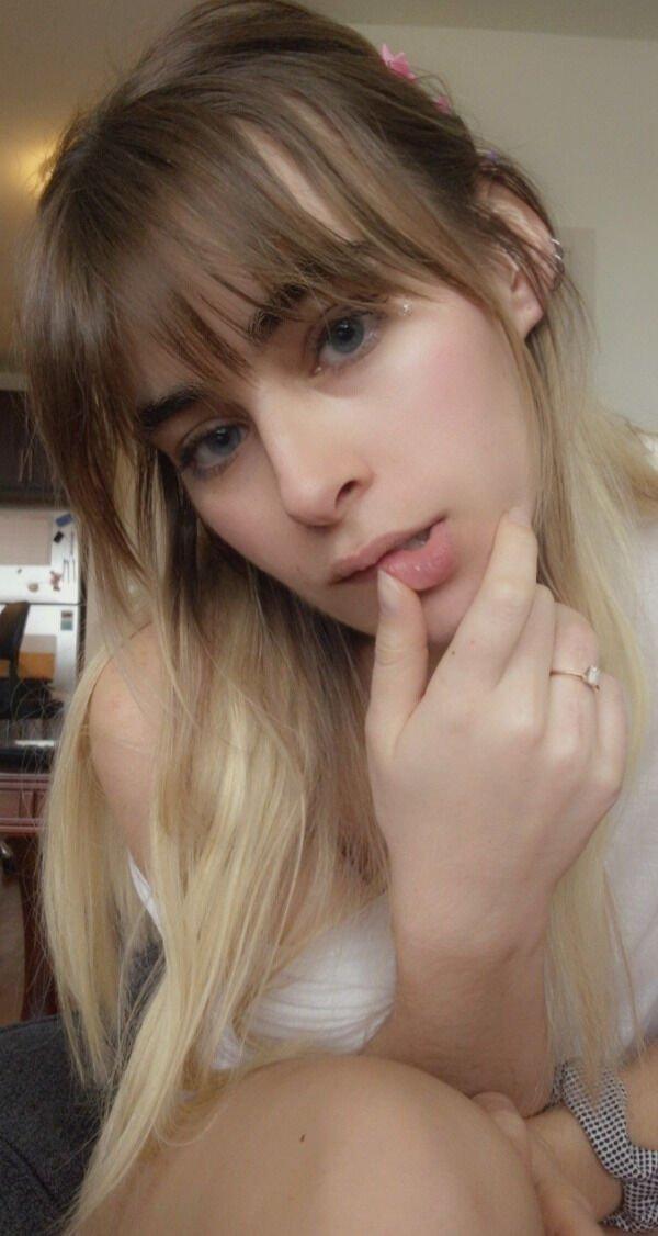30+ Hot Blue-Eyed Beauties 16