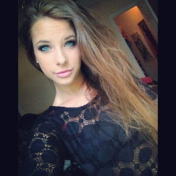 30+ Hot Blue-Eyed Beauties 2