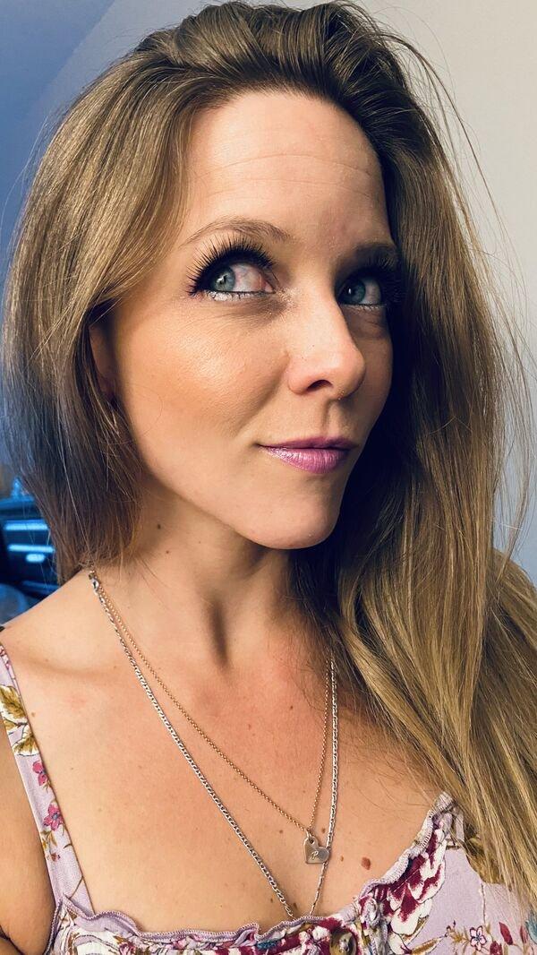 30+ Hot Blue-Eyed Beauties 27