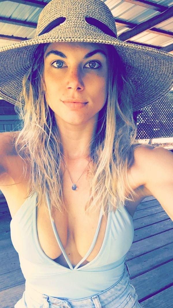 30+ Hot Blue-Eyed Beauties 29