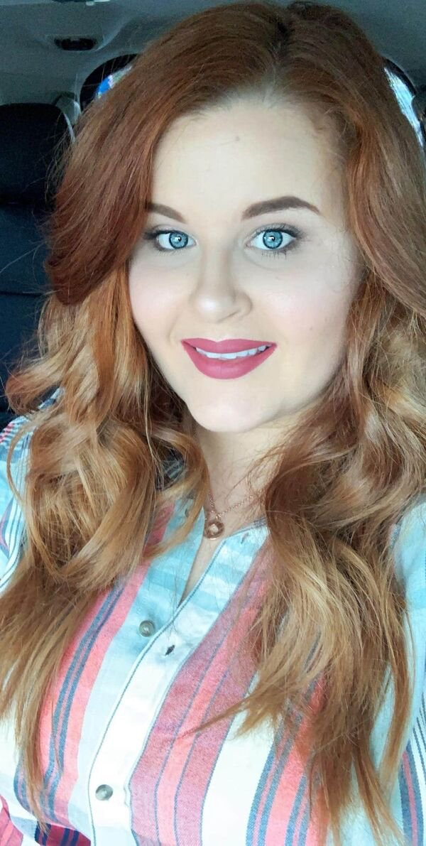 30+ Hot Blue-Eyed Beauties 32