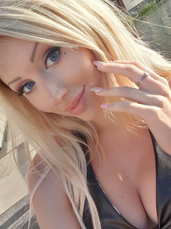 30+ Hot Blue-Eyed Beauties 9