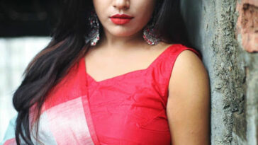 Hot Indian Model Latest Stunning Pics In Saree 8