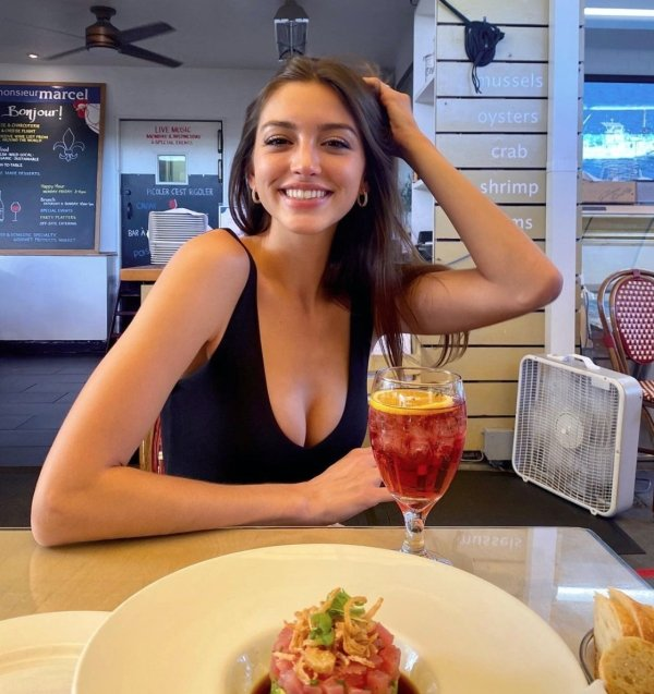 37 Hot Girls With Beautiful Smiles 29