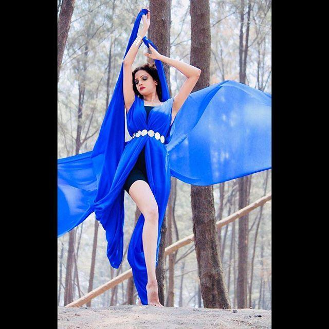 Bollywood Model Radhica Dhuri Hottest Pics In Blue Dress 4