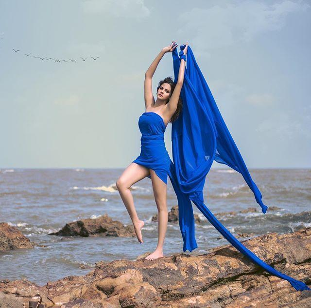 Bollywood Model Radhica Dhuri Hottest Pics In Blue Dress 3