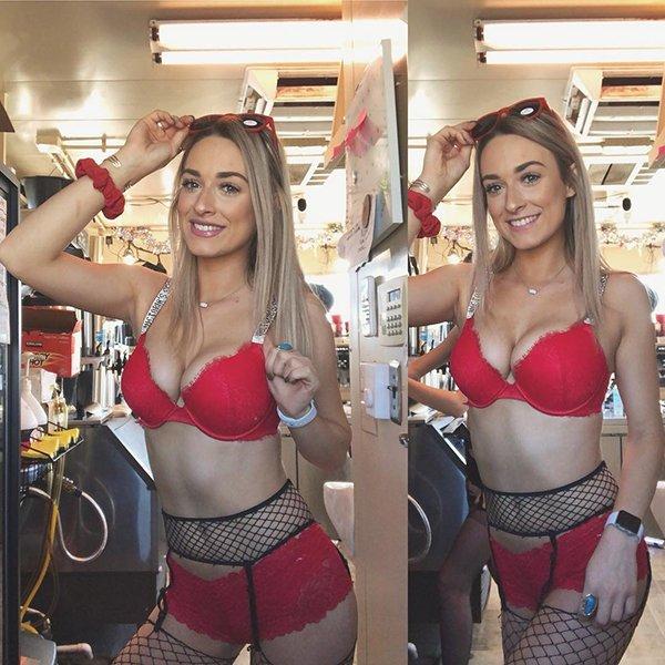 'Bikini barista' coffee shop has people whipped up into a lather (31 Photos) 10