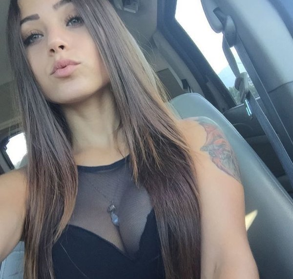 Hotness Gallery of cute girls taking car selfies .PSA: Come to a complete stop before taking a Car Selfie (33 Photos) 19