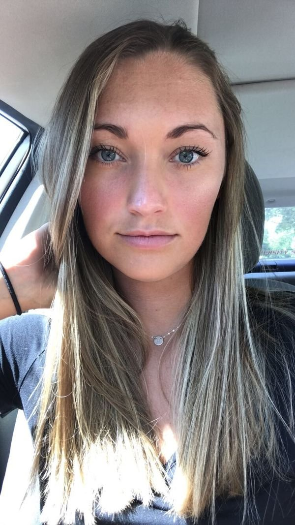 Hotness Gallery of cute girls taking car selfies .PSA: Come to a complete stop before taking a Car Selfie (33 Photos) 23