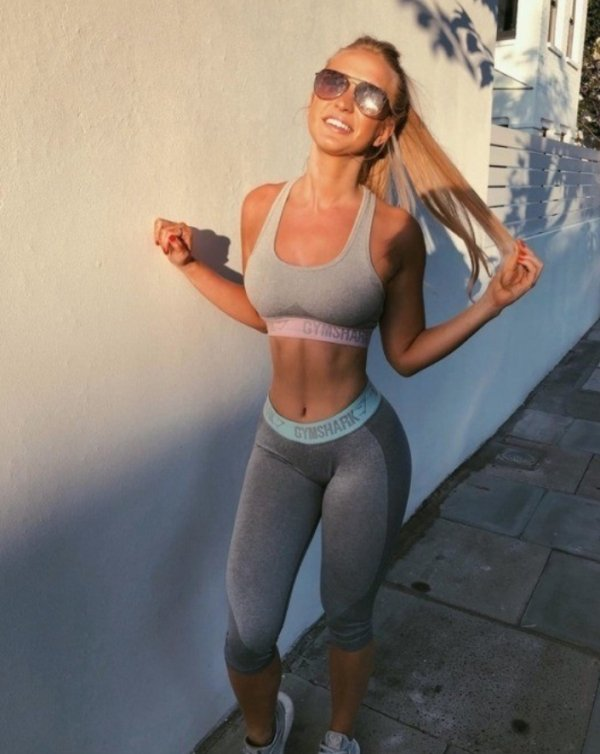 Women and Girls.The Ratio: little in the middle but she got much back (32 photos) 10