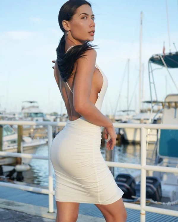 Women and Girls.The Ratio: little in the middle but she got much back (32 photos) 25