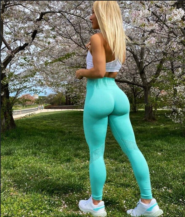 An excellent hot. We're Going Gaga for Yoga Girls (35 Photos) 16