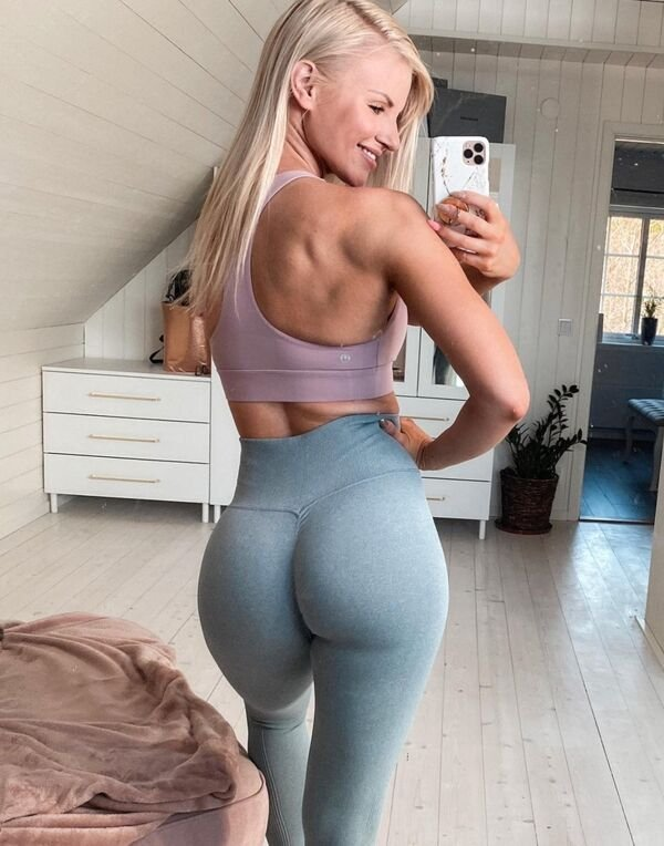An excellent hot. We're Going Gaga for Yoga Girls (35 Photos) 18