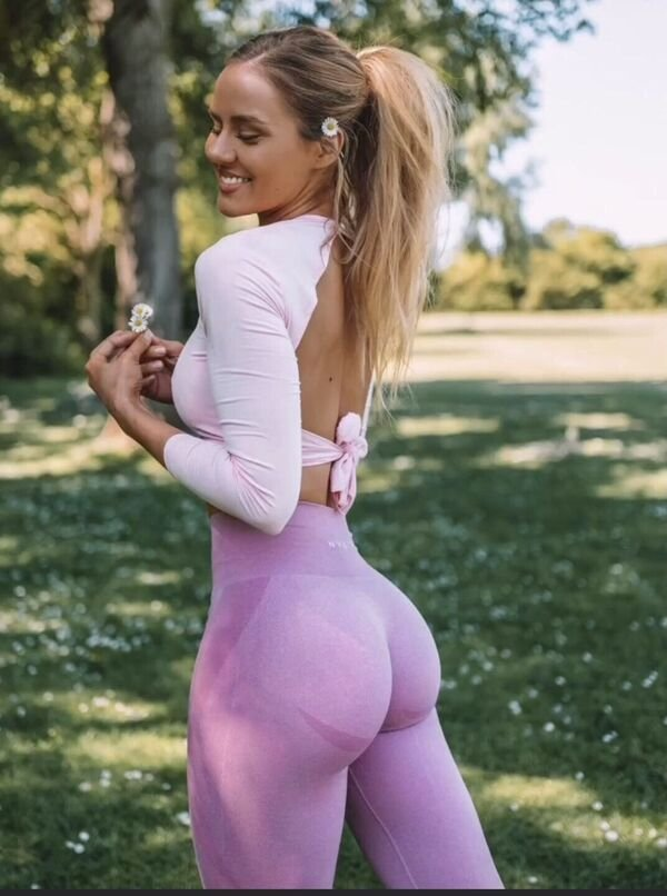 An excellent hot. We're Going Gaga for Yoga Girls (35 Photos) 20