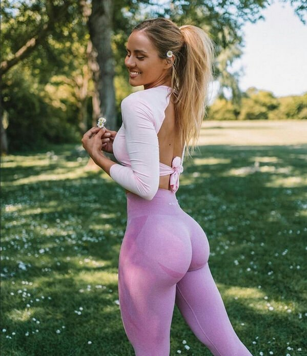 An excellent hot. We're Going Gaga for Yoga Girls (35 Photos) 4